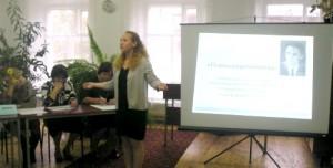 Попова Виктория, учащаяся 8 «а» класса гимназии г. Уржума со стихотворением «Люди добрые».