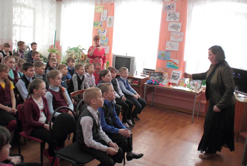 Вятская писательница Наталья Валентиновна Русинова на встрече с читателями детской библиотеки