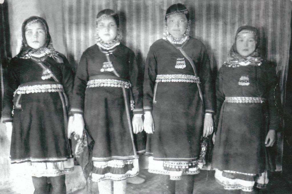 Марийские девушки. Крайняя слева – моя мама Екатерина Григорьевна Лебедева.