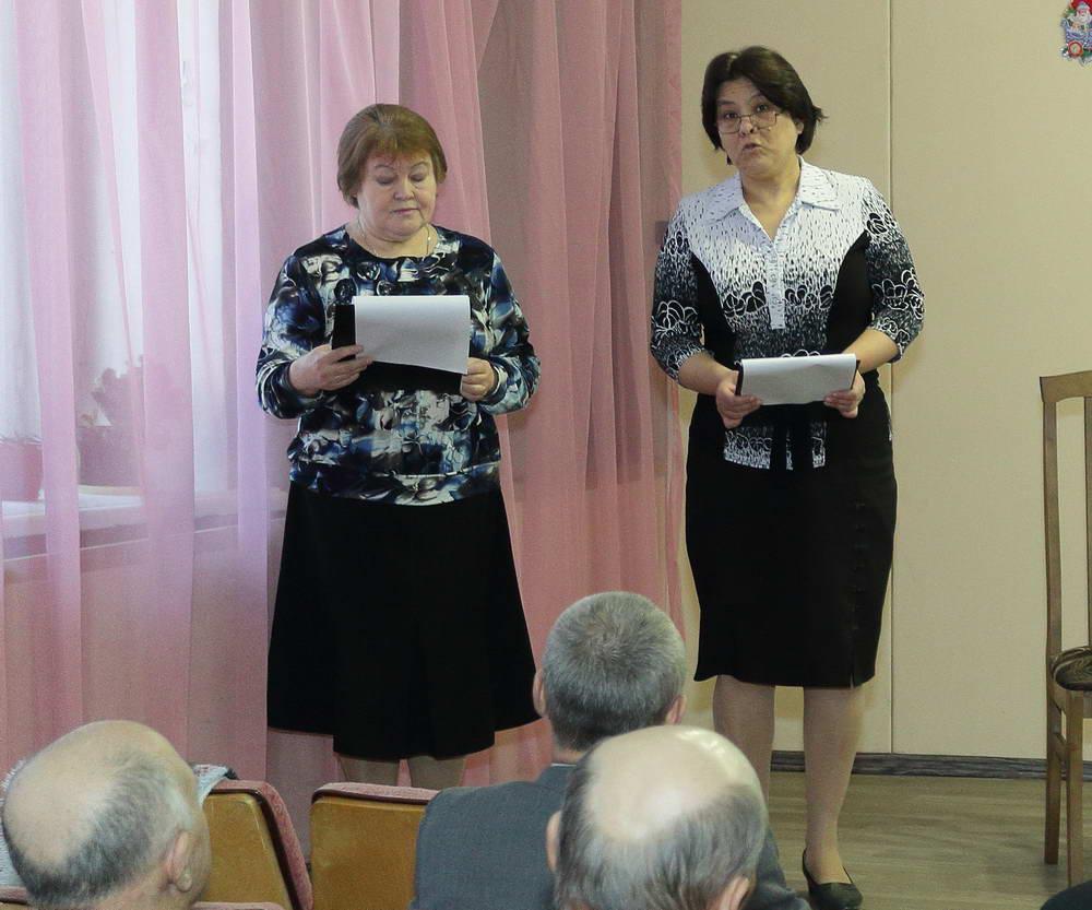 Сотрудники Уржумской центральной библиотеки Т.В.Медведева и С.Л.Иконникова