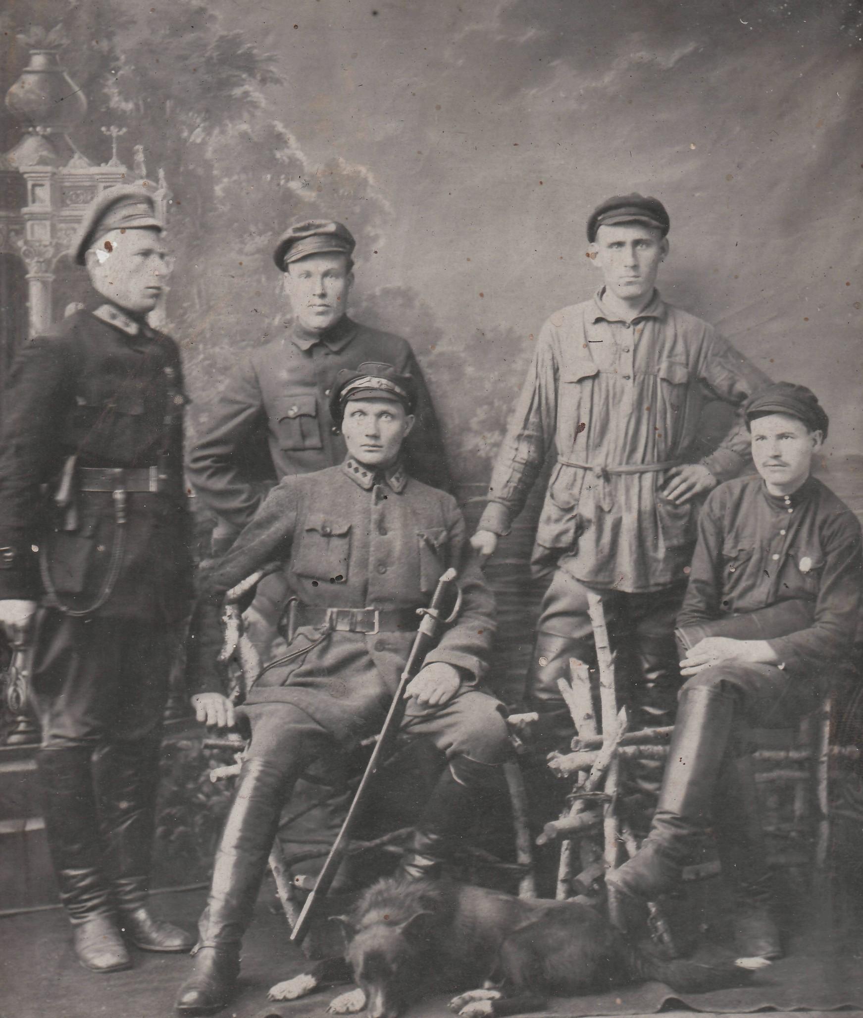 Н. Г. Сормах (сидит в центре). 29 нояб. 1923 г. в г. Советске