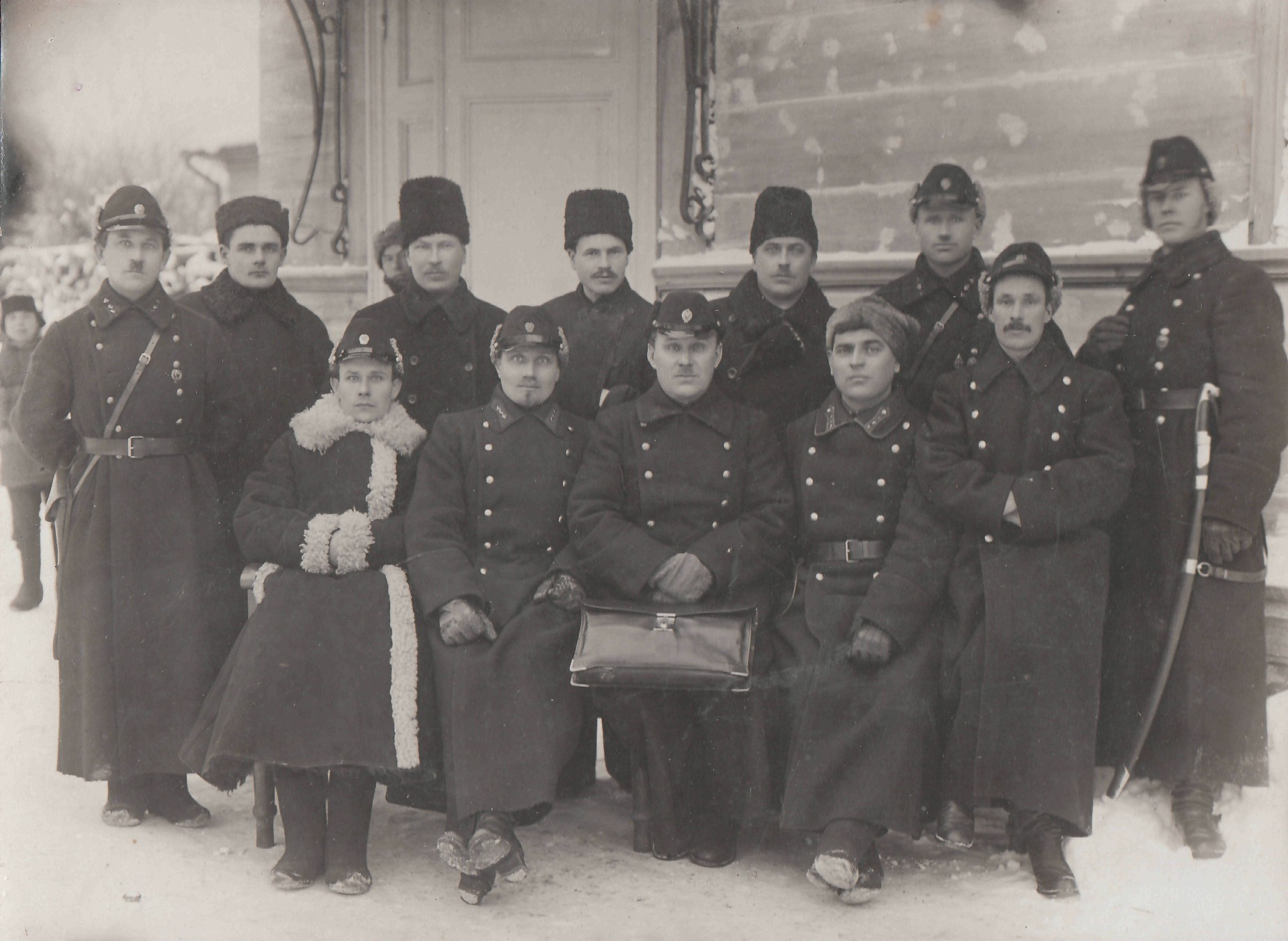 Н.Г.-Сормах-1-ряд-2-й-слева.-Вятка.-1927-г.