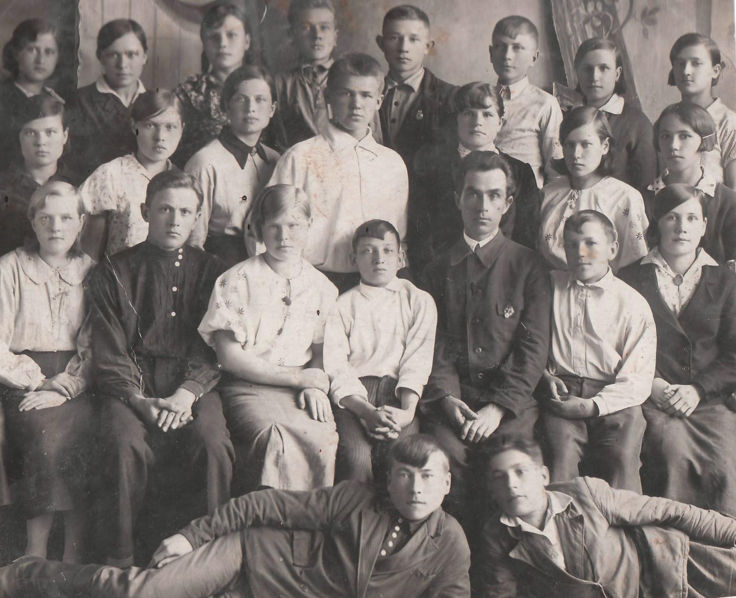 1939 г. Группа учащихся Уржумского зооветтехникума. Яков Урванцев - третий справа в верхнем ряду