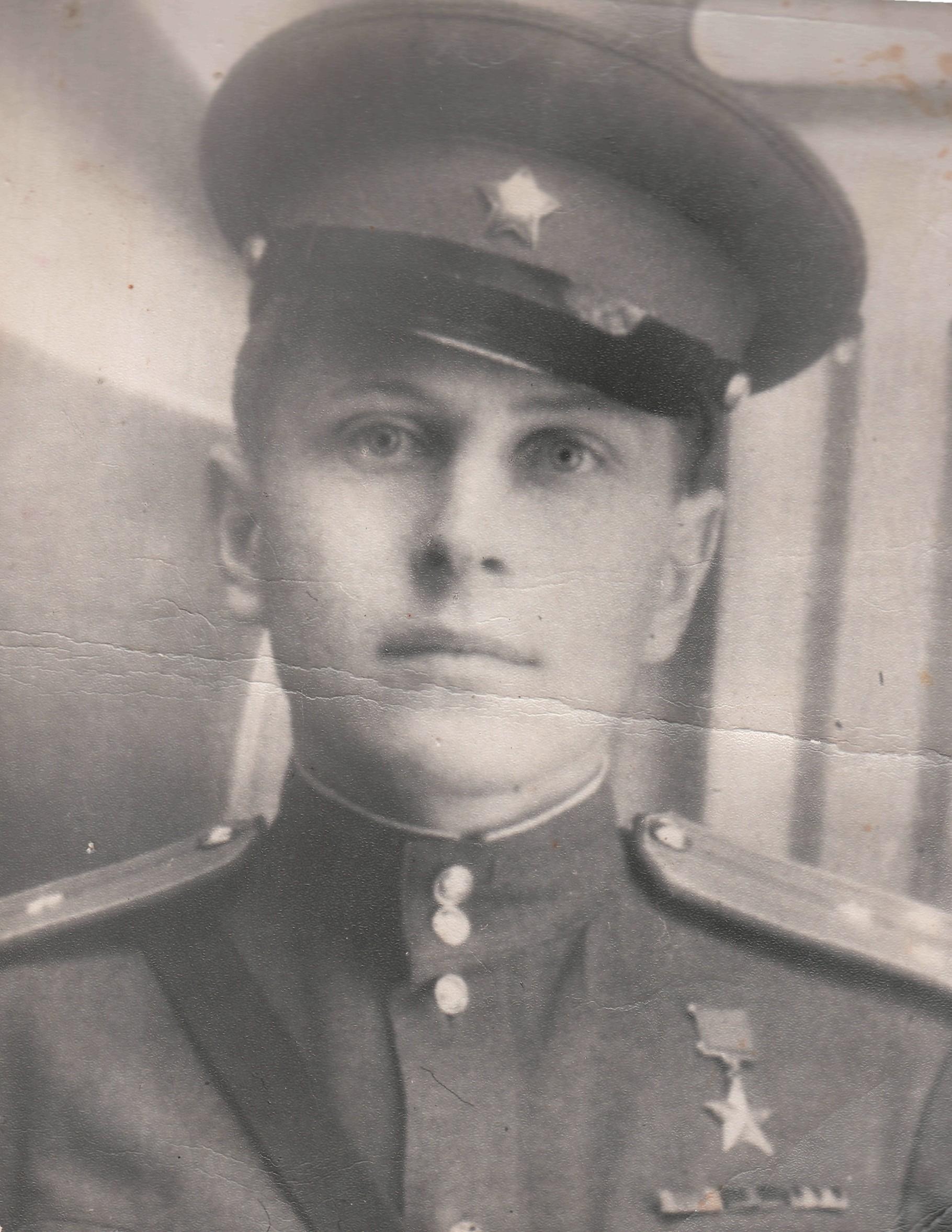 Яков Урванцев со Звездой Героя. 1943 г.